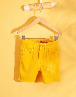 Sarı Şort